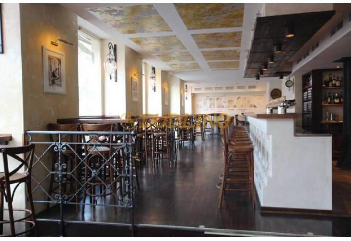 Správné vybudování barového pultu v kombinací s vhodnou volbou barových židlí není nic lehkého!