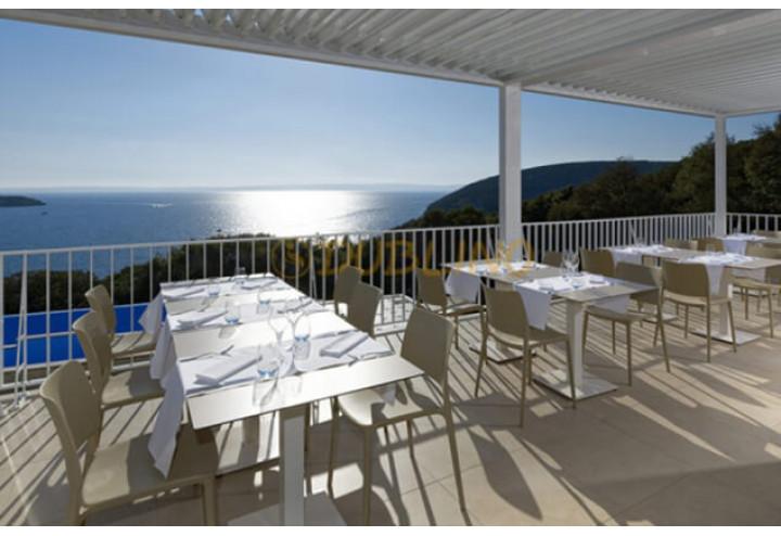 Pohodlný nábytek a možnost relaxace na terase představují velké lákadlo především v letních měsících
